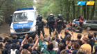 Hunderte Demonstranten dringen in Hambacher Forst ein
